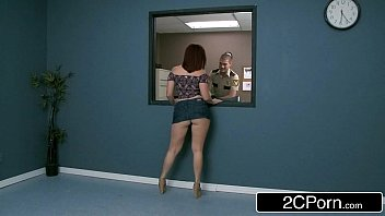 Filme porno policial fazendo uma revista pessoal na ruiva gostosa