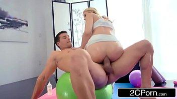 Pornolandia comendo o cu da minha prima na aula de pilates