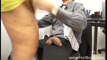 Pauzudos gostosos fodendo no escritório sexo entre patrão e funcionário