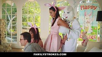 Camera prive tio se vestiu de coelho da páscoa pra comer a sobrinha gostosa