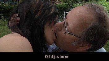 Incest porno vovô gozou na buceta da netinha deliciosa