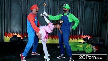 Maio e Luigi fazendo Hentay real com a princesinha peach