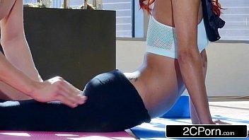 Poorno personal trainers comendo casada gostosa na aula de Yoga