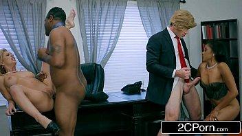 Presidente e Senador flagrados no pornp com duas secretárias gostosas