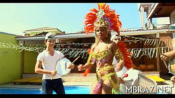 Mulatinha do carnaval caiu na net levando chupada na bucets