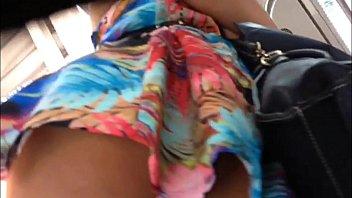 Pornosao flagrando a gostosa de vestido sem calcinha no metro de São Paulo