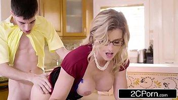 Comendo minha madrasta gostosa e filmando videos pornograficos