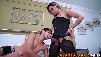 Travesti de lingerie sexy fudendo namorado gostoso