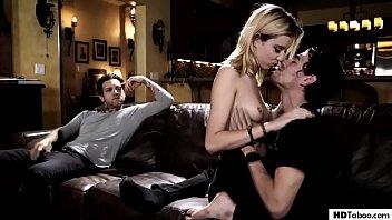 Porno doido pai assistindo filha dando pro namorado